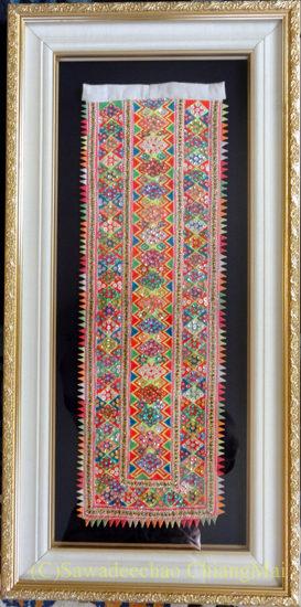 チェンマイで購入した額装済みの山岳少数民族の布