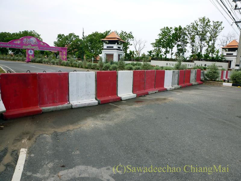 2010年の赤服騒動時のチェンマイ郊外の県庁前