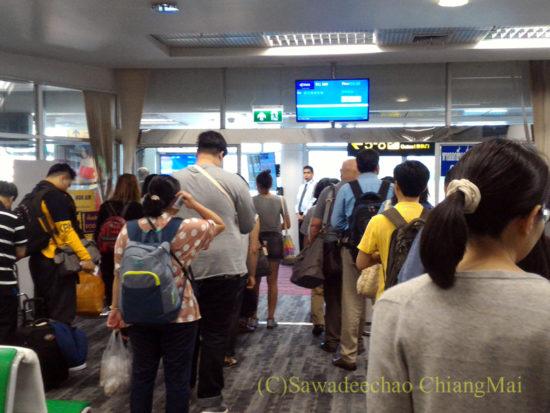 チェンマイ空港国内線の搭乗風景