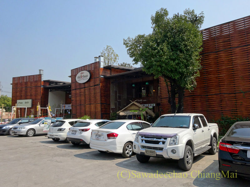 チェンマイのレストラン「ラムディーティークワデーン」の外観