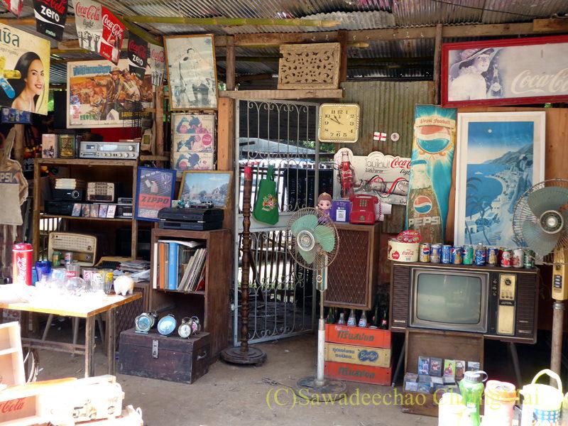 チェンマイ南部の土日ガラクタ市の雑貨屋