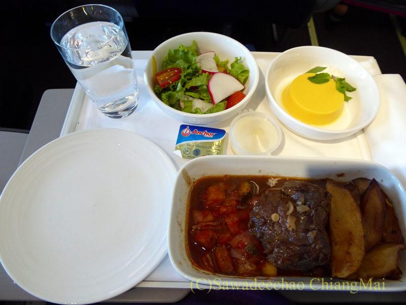 マレーシア航空MH789便ビジネスクラスで出た機内食全景