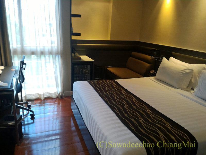 バンコクの中級ホテル、アモラネオラックススイーツの客室概観