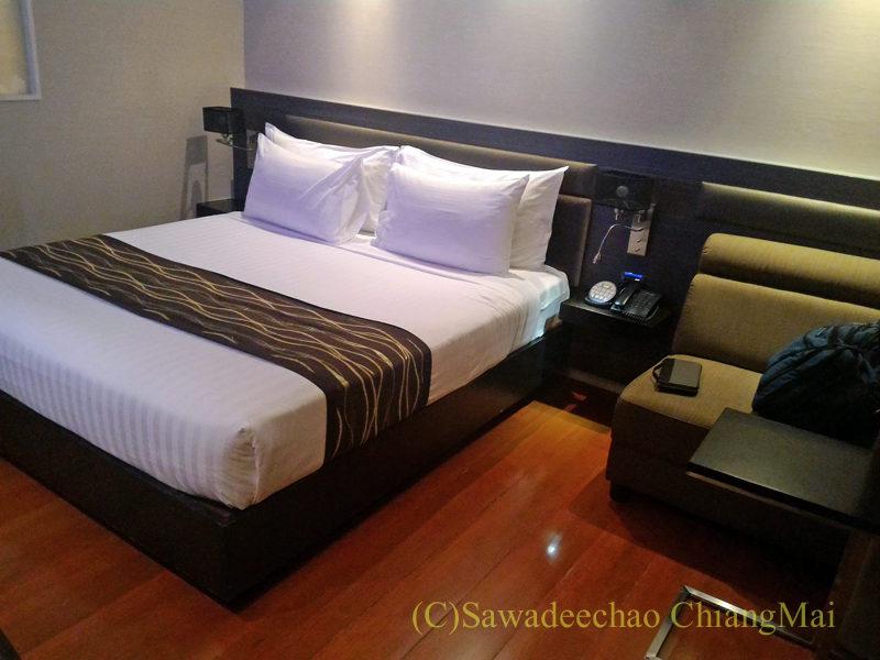 バンコクの中級ホテル、アモラネオラックススイーツ