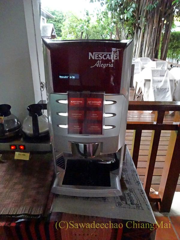 チェンマイのリムピンビレッジホテルのコーヒーマシン
