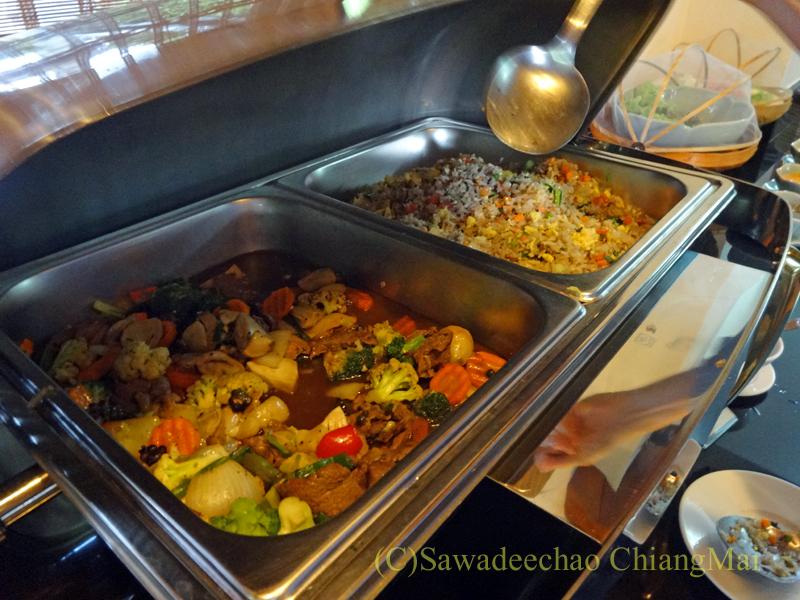 チェンマイのリムピンビレッジホテルの料理