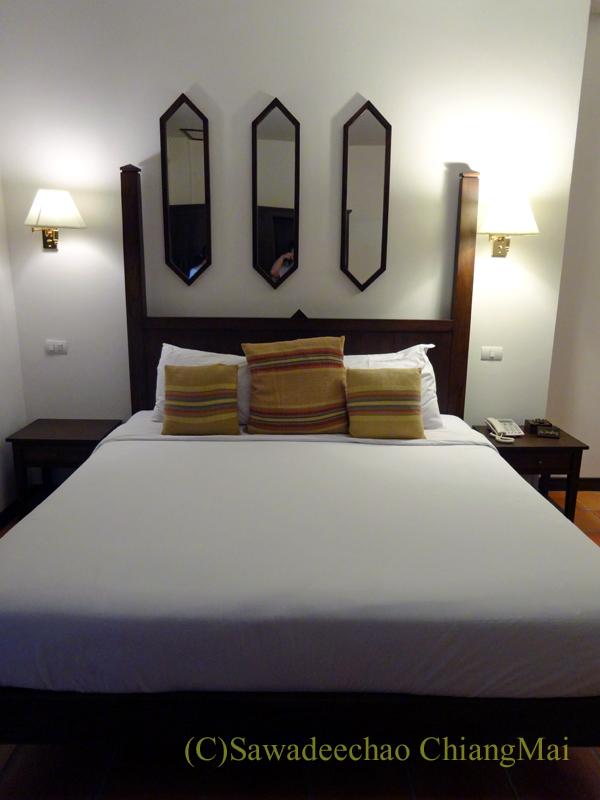 チェンマイのリムピンビレッジホテルのベッド