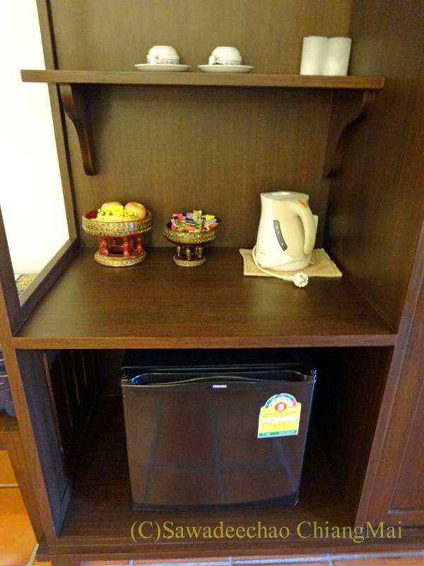 チェンマイのリムピンビレッジホテルの冷蔵庫棚