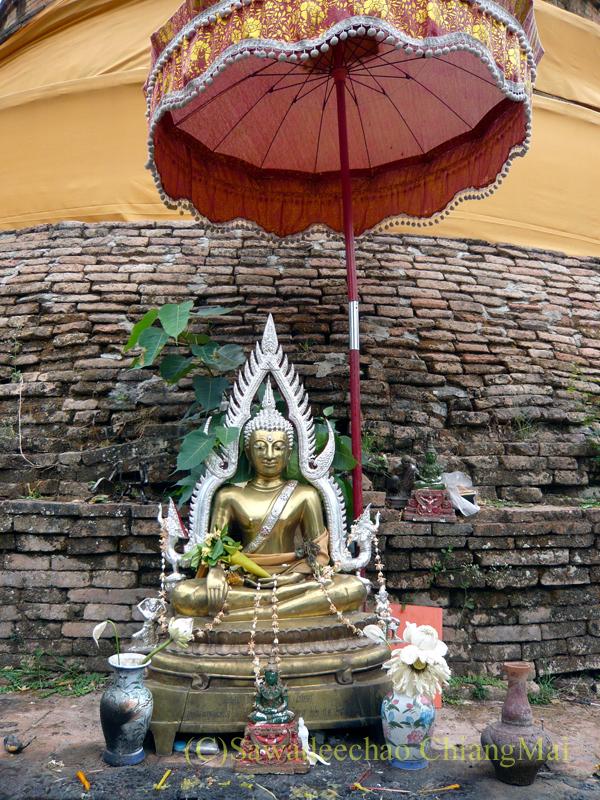 チェンマイにある廃寺、 ワットチェディプローンの仏像