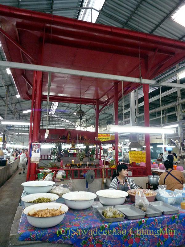 チェンマイのチャーンプアック市場の祭壇