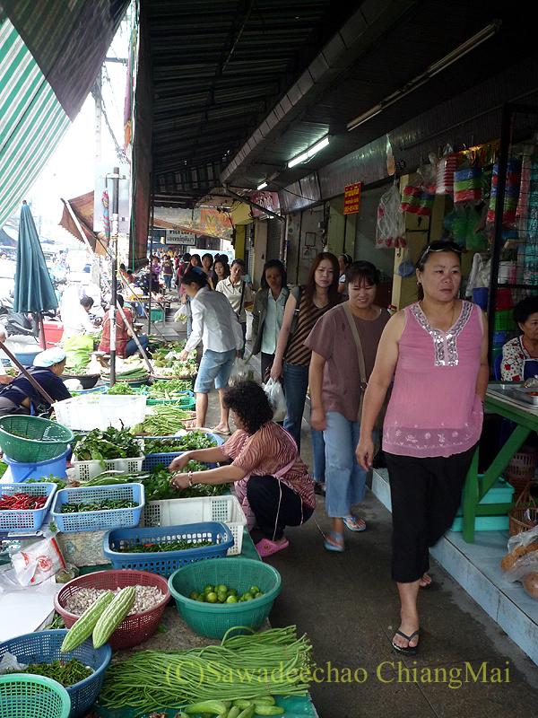 チェンマイのチャーンプアック市場の路上