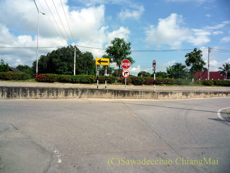 ピン川左岸の道と第2環状道路との交差点