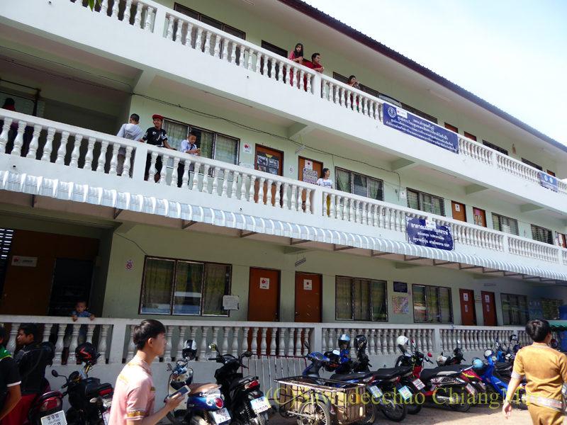チェンマイのタイヤイ(シャン族)寺院、ワットパーパオの学校