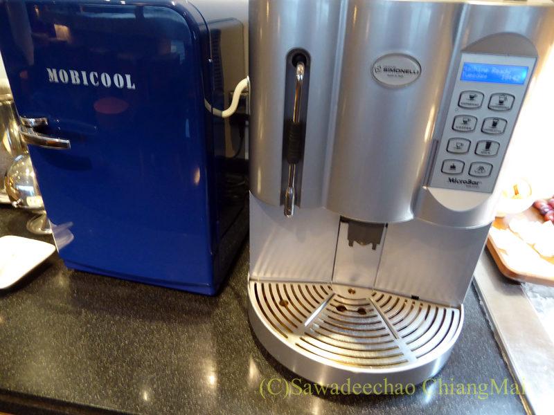 クアラルンプール空港キャセイ航空ラウンジのコーヒーマシン