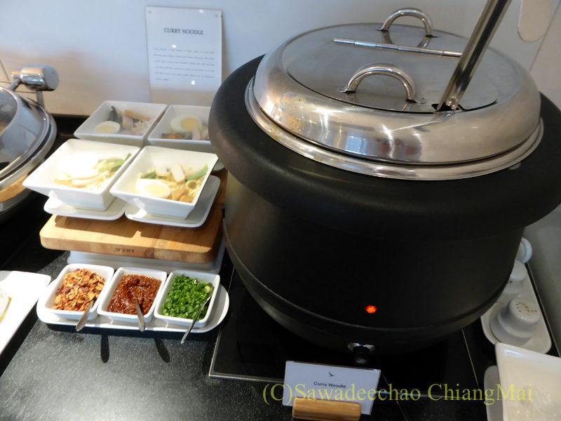 クアラルンプール空港キャセイ航空ラウンジのラクサの鍋