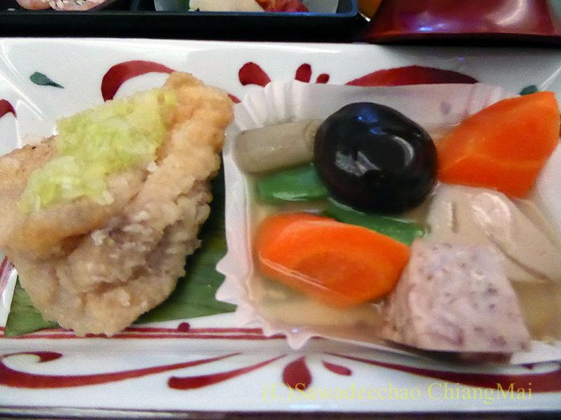 日本航空JL724便のビジネスクラスで出た朝食の台の物