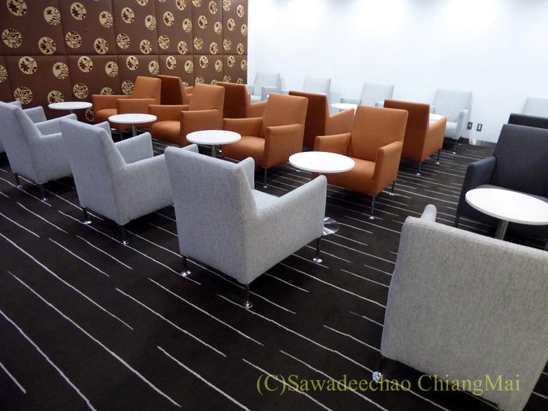 成田空港のカンタス航空ビジネスラウンジの座席