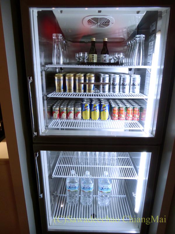 成田空港のカンタス航空ビジネスラウンジの冷蔵ケース