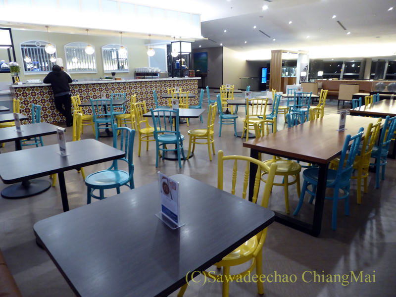 クアラルンプール空港マレーシア航空ゴールデンラウンジの麺コーナー席