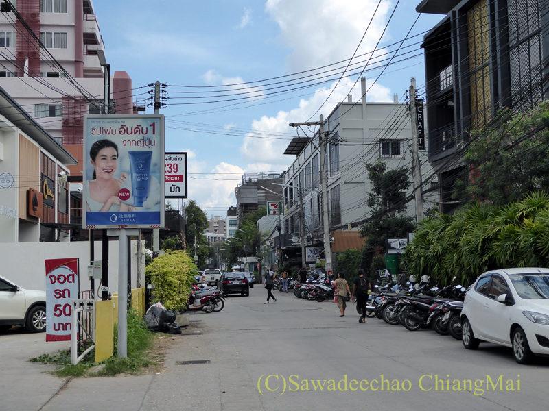チェンマイのニマーンヘミン通りのソイ(路地)