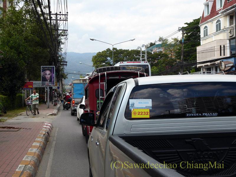 チェンマイのフワイケーオ通り