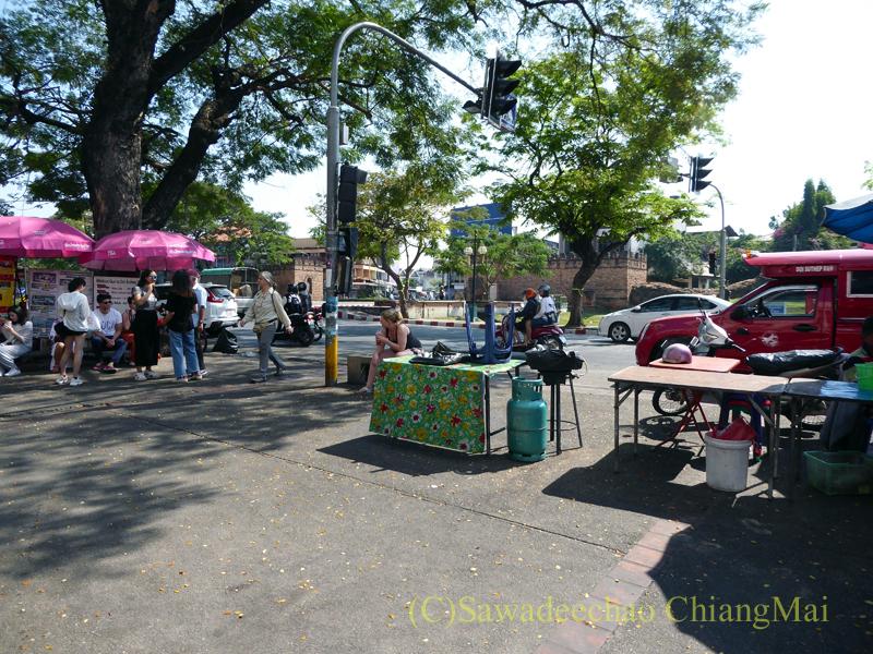 チェンマイのチャーンプアック市場のドーイステープ行きソンテオ乗り場