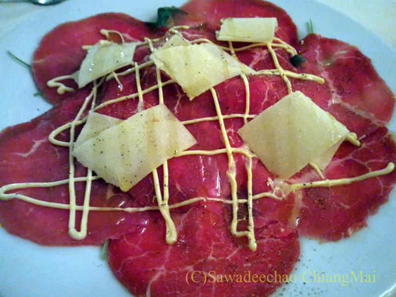 チェンマイのイタリア料理レストラン、ダ・アントニオの牛肉のカルパッチョ