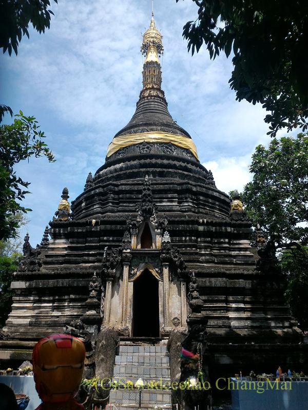 チェンマイ市内中心部、お濠の北辺外側にあるタイヤイ(シャン族)寺院、ワットパーパオの仏塔