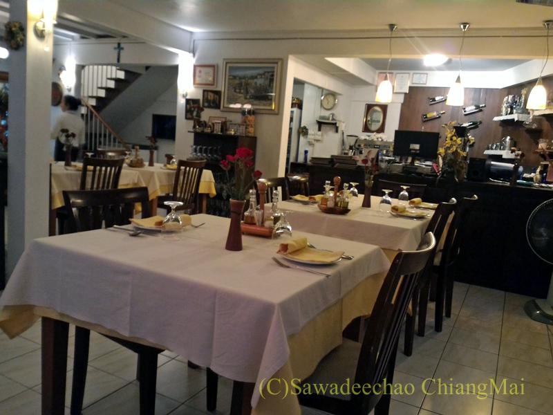 チェンマイのイタリア料理レストラン、ダ・アントニオの店内概観