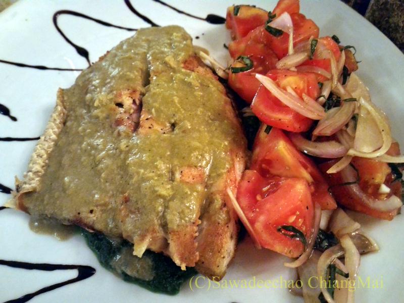 チェンマイのイタリア料理レストラン、ダ・アントニオのサーモンのソテー