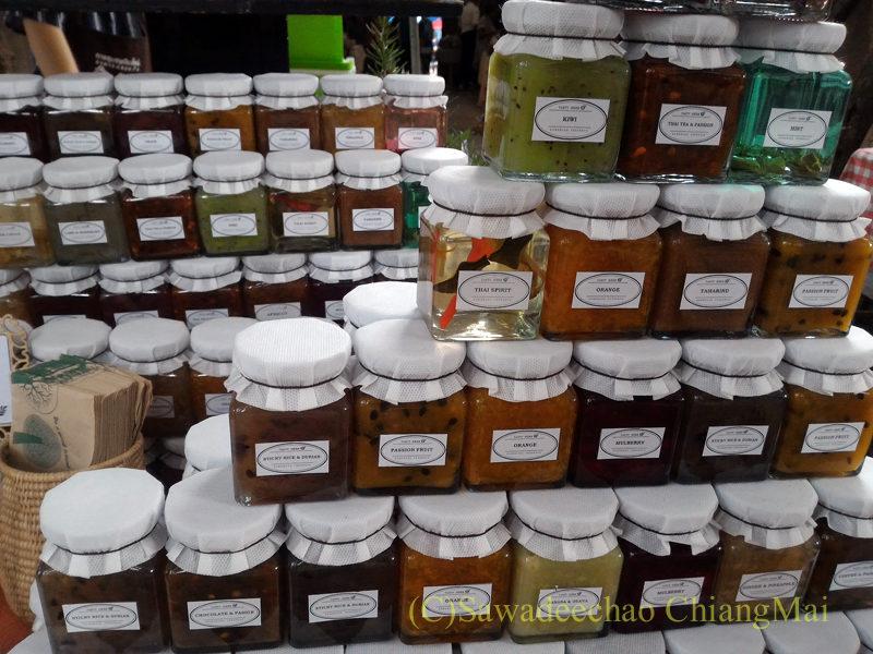 チェンマイにあるJJ日曜安全食品定期市の広場エリアのジャム屋