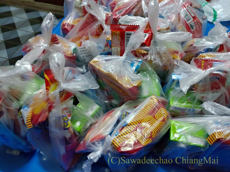 僧侶の托鉢用のお供え物の袋
