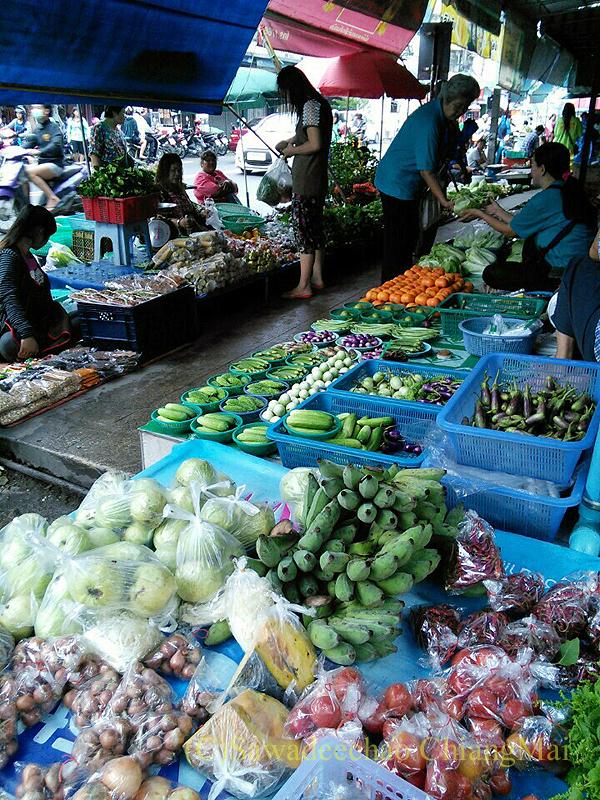 チェンマイのチャーンプアック市場の露店