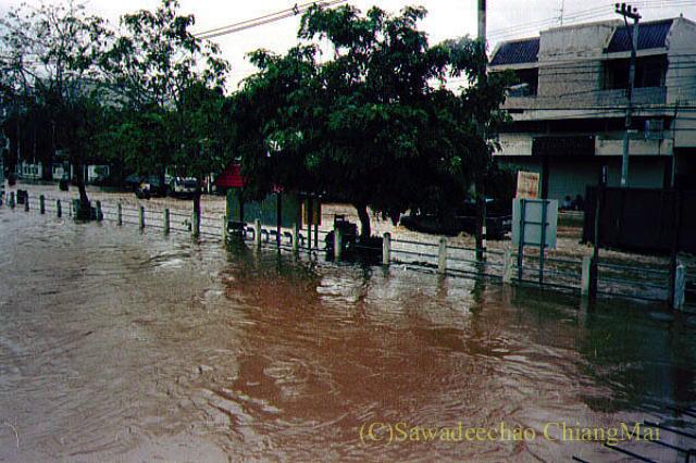 1994年の大洪水の時のチェンマイラムプーン通り