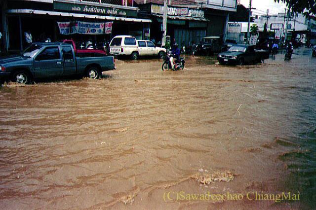 1994年の大洪水の時のチェンマイの自動車