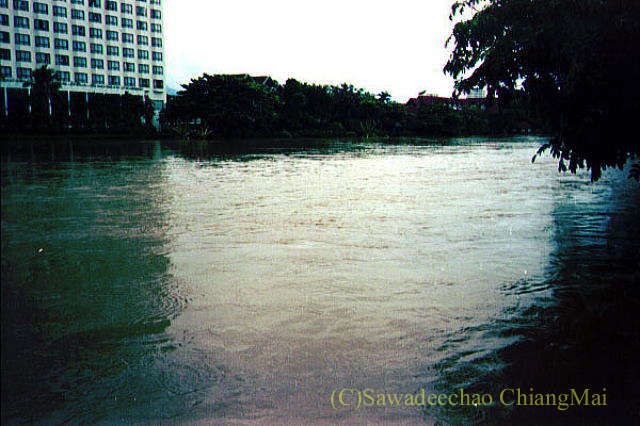 1994年の大洪水の時のチェンマイのピン川の流れ