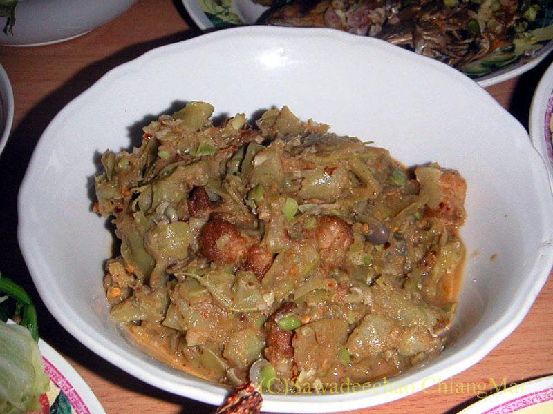 チェンマイ地方郷土料理のヤムトゥアペープ