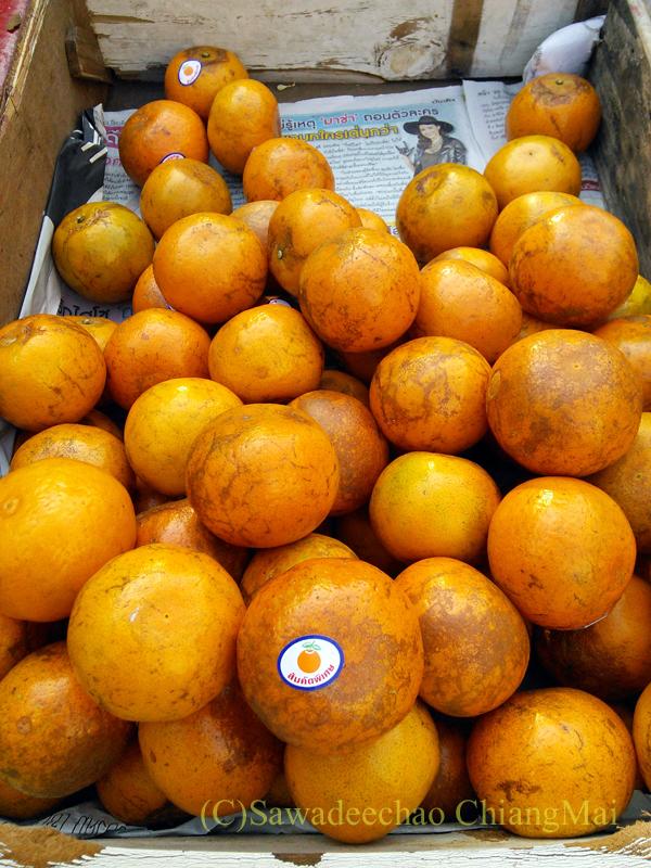 チェンマイの行商のおじさんが売っていたオレンジ