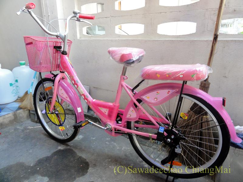 チェンマイのスーパーマーケット、Big-Cで友人の娘に買ってやった子供用自転車