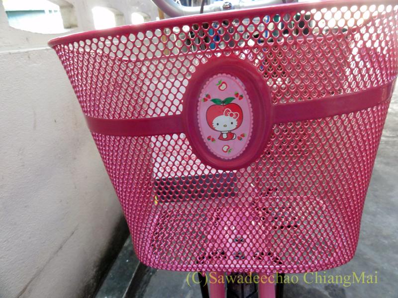 チェンマイで友人の娘に買ってやった自転車の荷物かご
