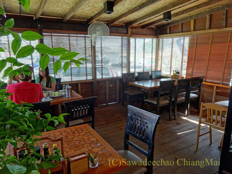 チェンマイのオーガニック農園レストラン、オーカチューのテーブル