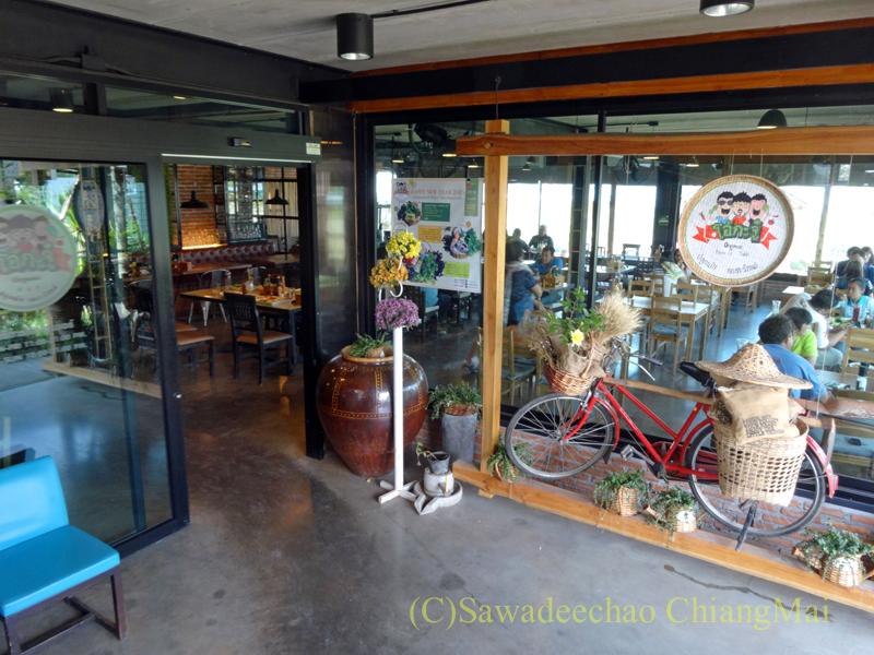 チェンマイのオーガニック農園レストラン、オーカチューの店内入口