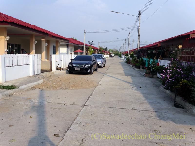 チェンマイの郊外にある庶民向けのムーバーン(分譲住宅街)