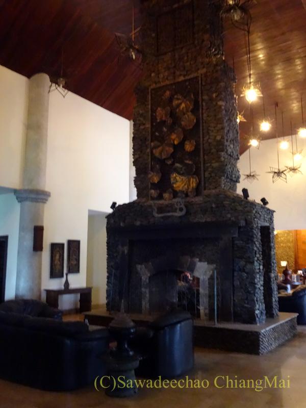 チェンラーイにあるカティリヤ・マウンテン・リゾートの暖炉