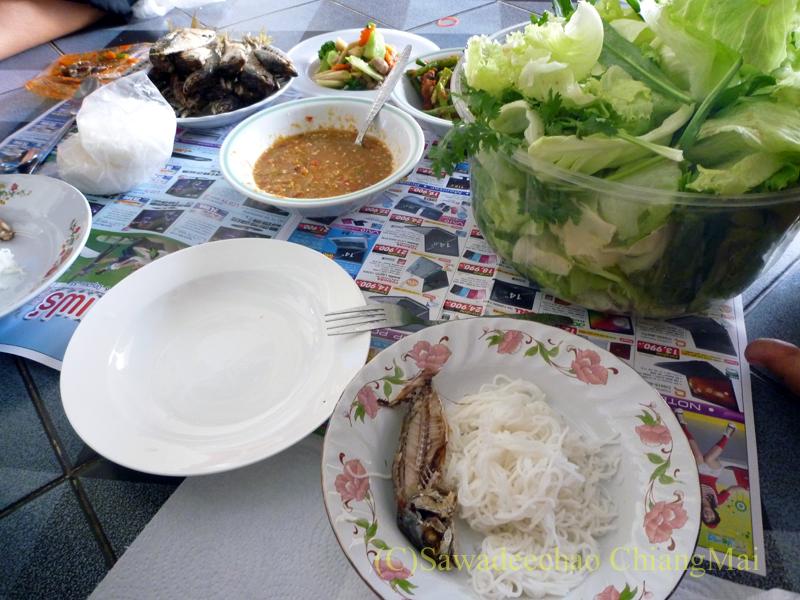 チェンマイの友人宅で食べたノムセン・ミエン・プラートゥー
