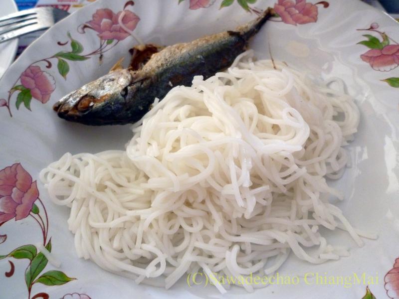 チェンマイの友人宅で食べたノムセン・ミエン・プラートゥーの皿