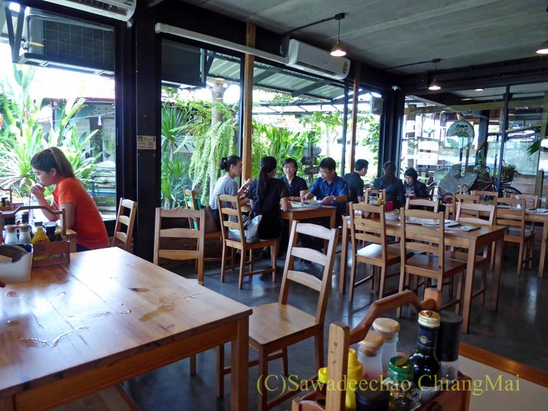 チェンマイのオーガニック農園レストラン、オーカチューのテラス風エリア