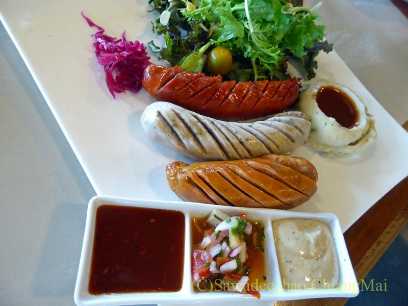 チェンマイのオーガニック農園レストラン、オーカチューのジャーマンソーセージ