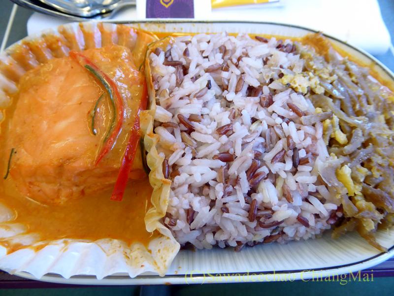 タイ国際航空TG110便ビジネスクラスで出た機内食のメインディッシュ