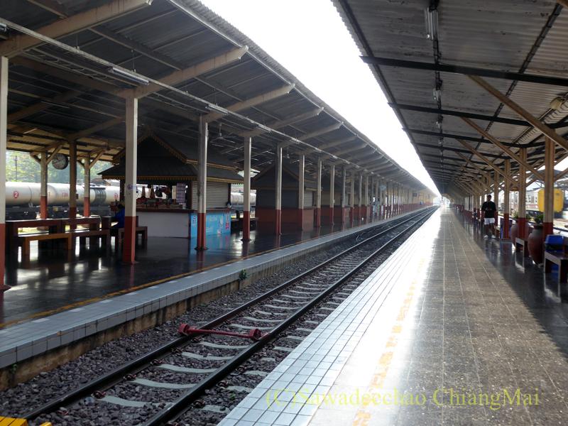 タイ国鉄チェンマイ駅のホーム
